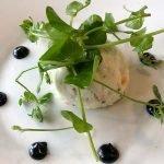 stijlvolle afwerking van gerechten in à la carte restaurant château de la cazine frankrijk