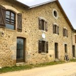 typische stijl van gebouwen in le village tweede verblijven te koop met verhuurgarantie frankrijk