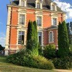 zijgevel luxe hotel centrale blikvanger van het luxehotel met spa en golffaciliteiten in frankrijk