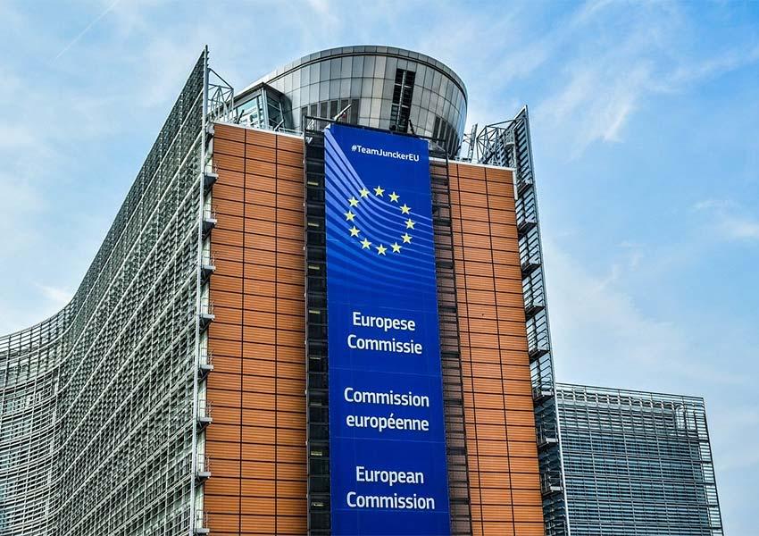 modern gebouw van europese commissie in centrum stad thuisbasis expats politici aantrekkelijk voor beleggers