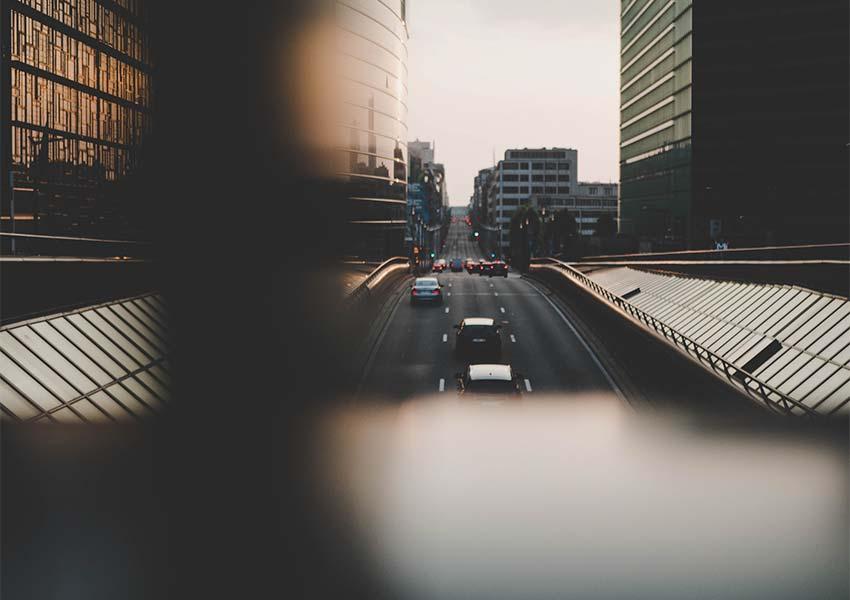 typische tunnelverbinding in hoofdstad van belgië autoweg drievaksbaan