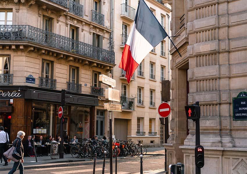 franse steden veel klassieke gebouwen met residentiële appartementen voor verhuur