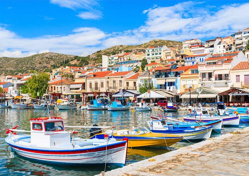 sfeerbeeld vissershaventje pythagorion samos griekse keuken verse visgerechten verkrijgbaar