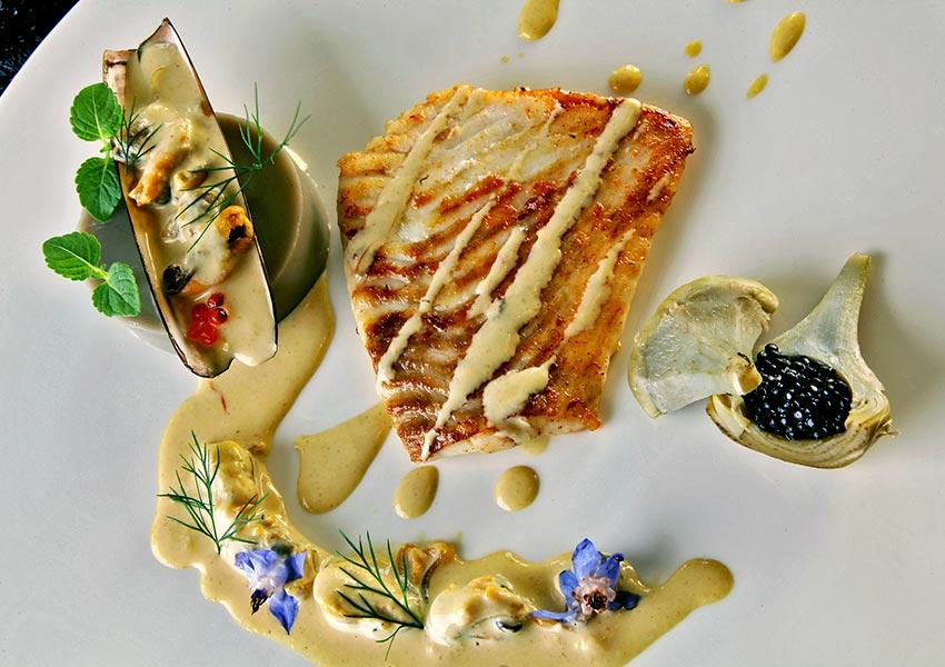 chateau de la Cazine met bekend a la carte restaurant voor gasten overheerlijke gerechten
