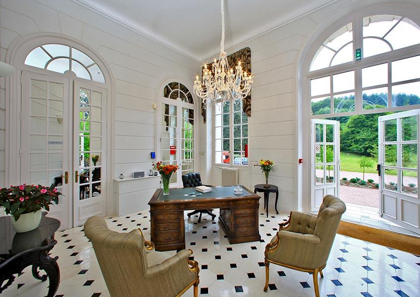 eigendom kopen in frankrijk met minimaal 5% rendement en 4 weken persoonlijk gebruik in halcyon retreat resort met chateau de la cazine als blikvanger