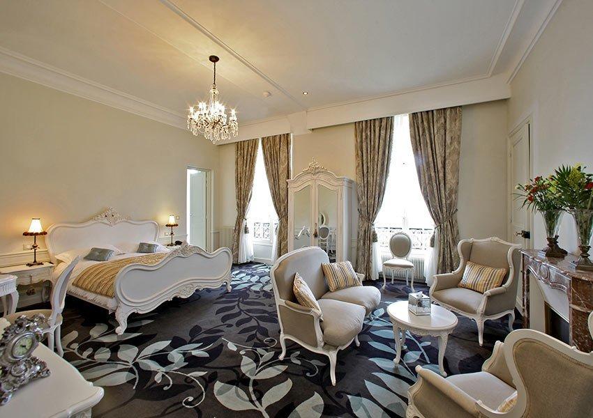 sfeerbeeld luxueuze suite in Chateau de la Cazine luxe boetiekhotel onderdeel van halcyon retreat spa en golf vakantieresort dichtbij limoges frankrijk