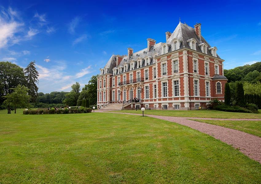 statige impressionante chateau de la cazine luxe boetiekhotel blikvanger van luxeresort in limousin frankrijk